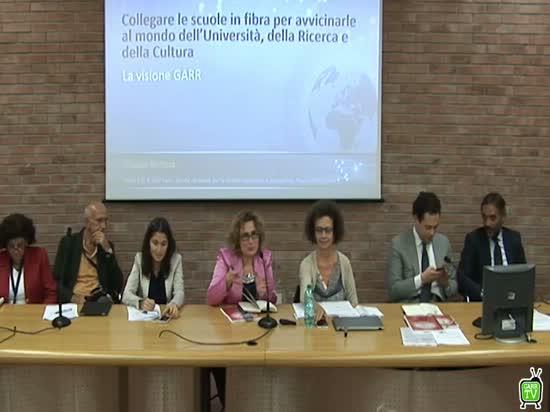 Collegare le scuole in fibra per avvicinarle al mondo dell'Università, della Ricerca e della Cultura: la visione GARR - C.Battista - Smart and Education Technology Days - Napoli